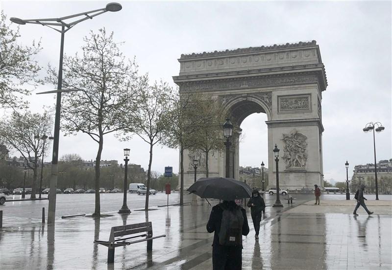 法國3日起將逐步鬆綁第3度全國性封鎖措施。圖為4月10日巴黎香榭麗舍大道人煙稀少。(中新社)