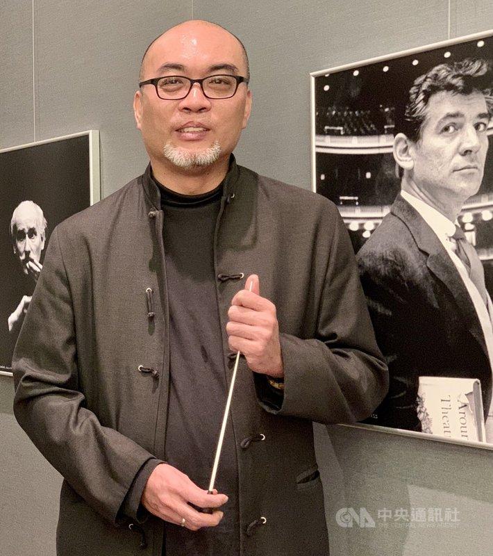 指揮家鄭立彬5月1日卸任6年台北市立國樂團團長職務,他在位6年期間,北市國可說是穩定中求進步,他也規劃TCO劇院,以一年一部國樂音樂劇、一部國樂歌劇的方式增加國樂的表現,成績出色。中央社記者趙靜瑜攝 110年5月2日