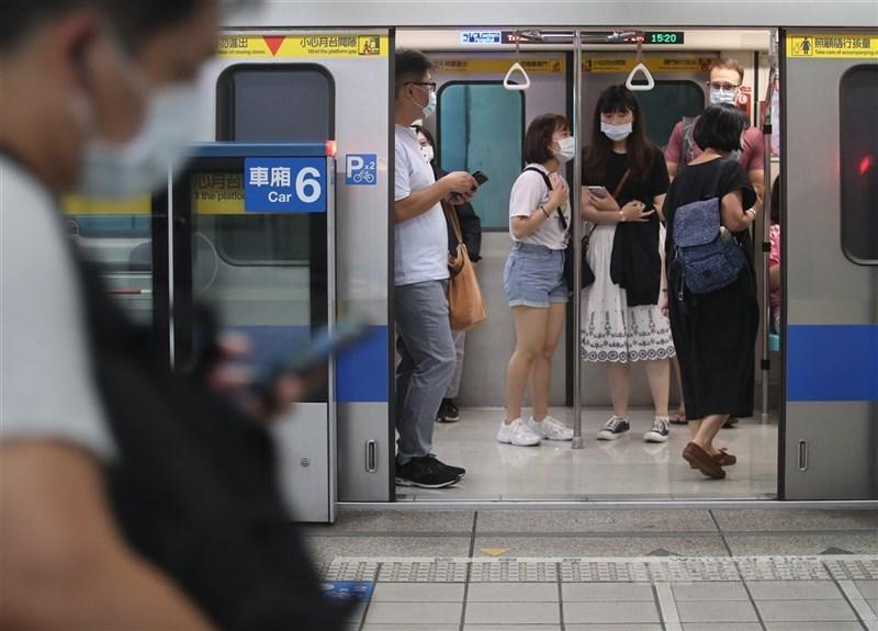台北市長副市長黃珊珊表示,因沒有發生不明感染源的本土案例,暫不提升防疫層級。(中央社檔案照片)