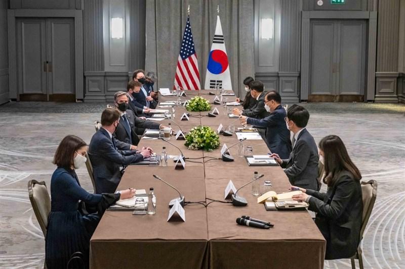 G7外長峰會3日在英國登場,美國國務卿布林肯(左3)與韓國外長鄭義溶(右3)提出美國對於北韓的最新方針。(圖取自twitter.com/SecBlinken)
