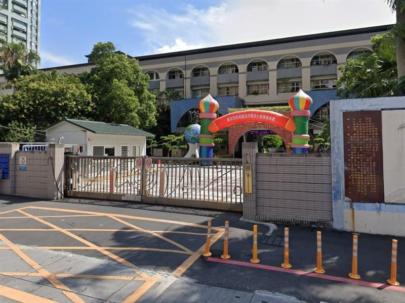 新北市永和區永平國民小學3日宣布,決議取消8日校慶。圖為永平國小校門。(圖取自Google地圖網頁google.com/maps)