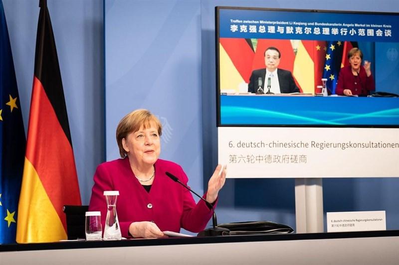 德國總理梅克爾(左)與中國國務院總理李克強4月27日舉行線上會議,會後幾小時德國公布的逐字稿顯示,梅克爾提到人權問題,還說雙方存在歧見,特別是針對香港問題。(圖取自instagram.com/bundeskanzlerin)