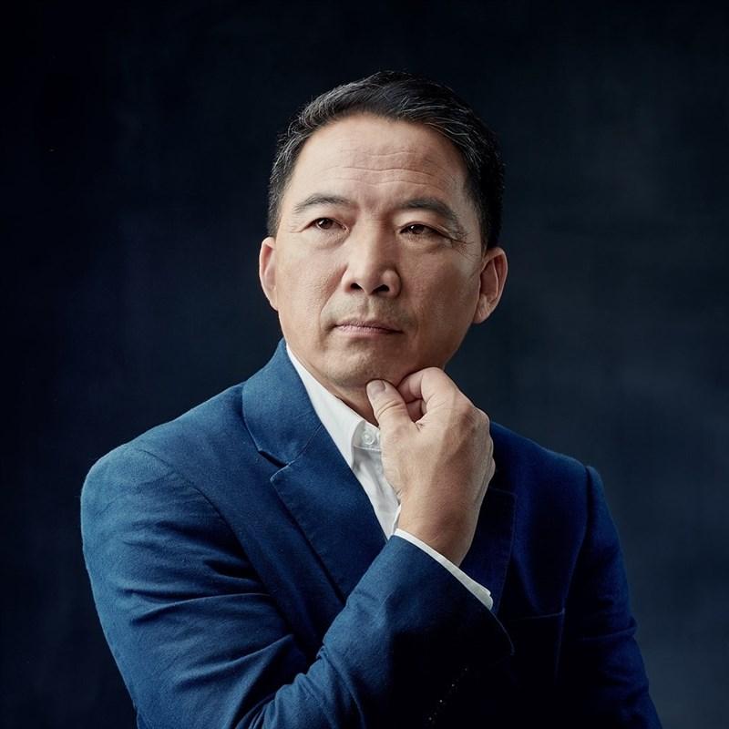 香港民主黨前主席胡志偉先前因涉及「港區國安法」被捕。據報導,他的父親4月間去世,但獄方卻未准許他外出奔喪。(圖取自www.facebook.com/chiwaioffice)