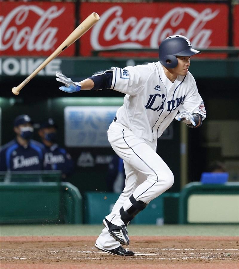 日職西武獅隊台灣好手吳念庭5日先發打第7棒,3打數沒有敲出安打。圖為4月14日比賽畫面。(共同社)