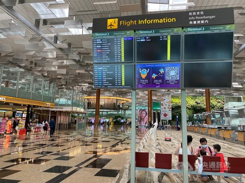 新加坡社區病例激增。星國政府4日表示,將強化邊境管制措施。圖為新加坡樟宜機場一隅。(中央社檔案照片)