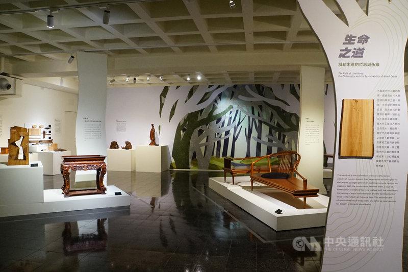 台灣工藝研究發展中心5日起推出「木以載生–國產木作工藝」特展,聚焦人類與環境間的議題,深入生存、生活及生命3層次,嘗試串聯兩者共存的過去,也探求彼此未來發展。(工藝中心提供)中央社記者蕭博陽南投縣傳真  110年5月5日