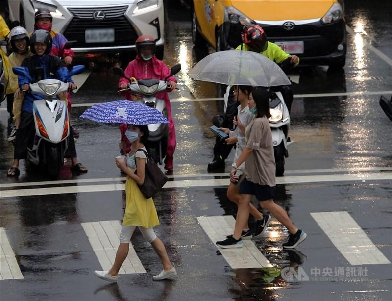 中央氣象局5日午7時發布基隆、新北及台北市大雨特報。(中央社檔案照片)