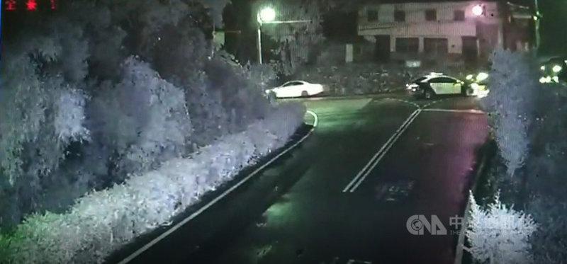 苗栗縣公館鄉錫隘隧道日前深夜有多部汽車疑準備競速,巡邏員警到場時一哄而散,警方5日表示,將持續過濾沿線監視器影像清查是否涉及違規或公共危險情事,依法究辦。(警方提供)中央社記者管瑞平傳真  110年5月5日