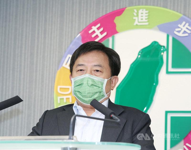 民進黨5日下午舉行中常會,會後黨秘書長林錫耀出席記者會並發表談話。中央社記者郭日曉攝  110年5月5日