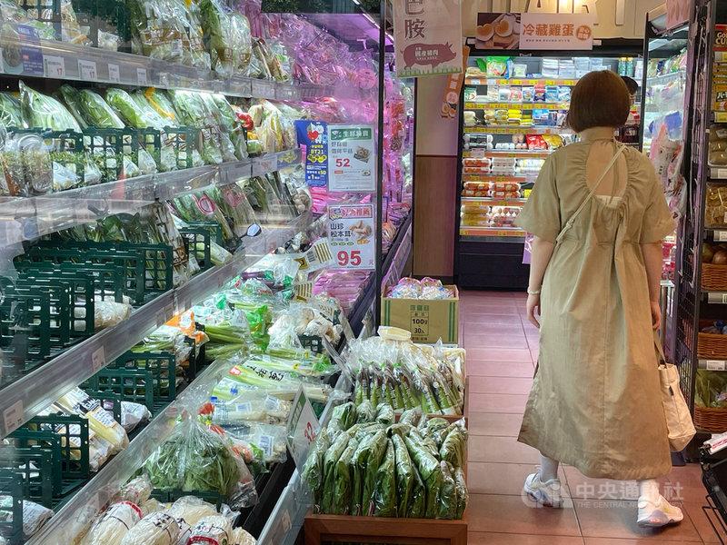 主計總處6日發布4月消費者物價指數(CPI)年增率為2.09%,扣除蔬果、能源後的核心CPI年增1.35%。中央社記者王飛華攝 110年5月6日