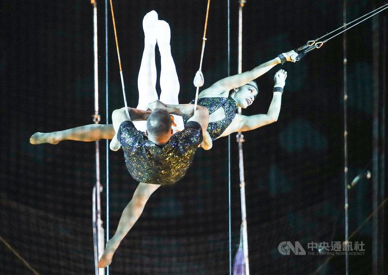 美國大馬戲團(Le Grand Cirque)成員6日下午在台北小巨蛋為7日至9日的表演進行彩排,盼呈現給台灣觀眾朋友們最完美的演出。中央社記者張新偉攝 110年5月6日