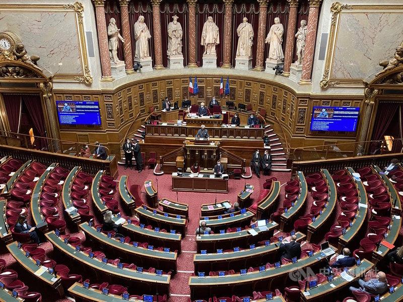法國參議院6日晚間全數一致通過「台灣參與國際組織工作」決議案,具有歷史意義。參議員紛紛表示台灣參與國際組織將有益於法國以及全球的合作與交流。中央社記者曾婷瑄巴黎攝 110年5月6日