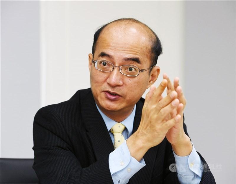 中央銀行理事張建一指出,可觀察台灣企業未來能否擺脫對匯率的依賴,台灣貨幣政策面臨「轉捩點」。(中央社檔案照片)