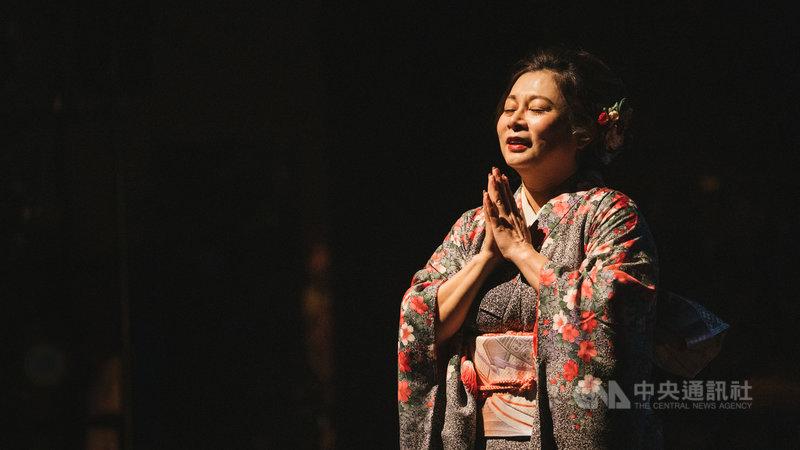 融合歌劇、戲劇加上戀愛手遊的跨界演出「純愛乙女2.0-戰國雙蝶」7日到9日在台中國家歌劇院登場;劇情描述人與人之間的情感逐漸被網路科技的虛擬愛情所取代,膽怯於向真實的人生與愛情負責的故事。(林中光音樂工作室提供)中央社記者趙靜瑜傳真  110年5月7日