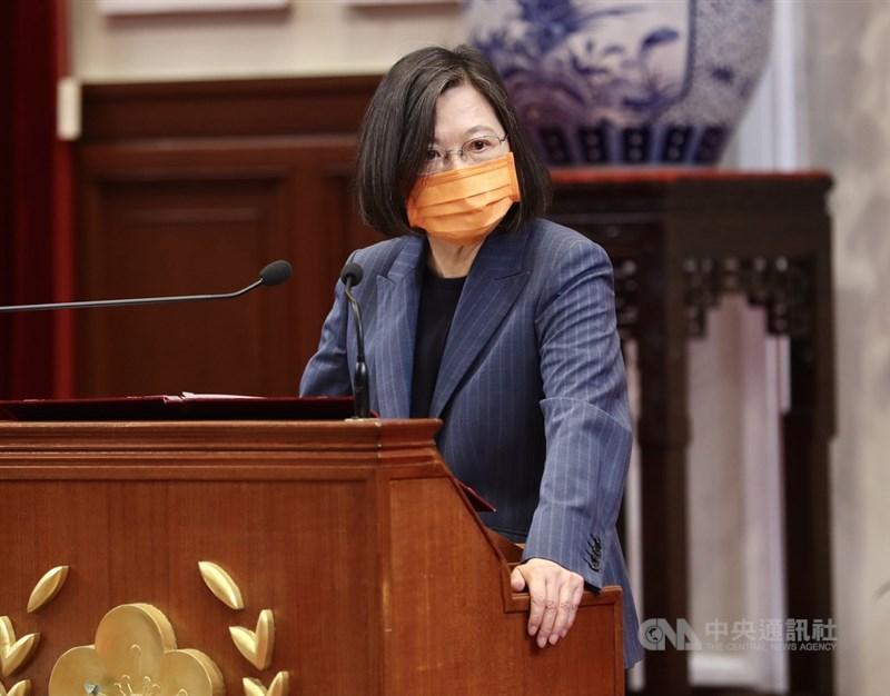 民進黨主席蔡英文說,她不會讓黨回到2008年之前的狀況,「家裡不是沒有大人,我就是大人。」(中央社檔案照片)