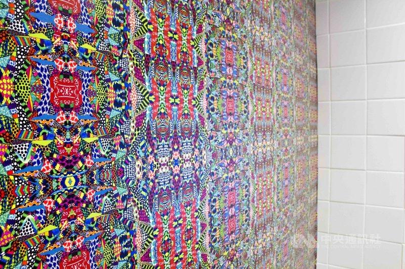 台灣藝術家姚紅利用圖騰創作「情慾圖紙」多媒體藝術,已在舊金山中華文化中心展出,為女權發聲。(駐洛杉磯台灣書院提供)中央社記者周世惠舊金山傳真  110年5月8日