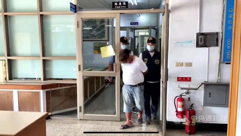 屏東縣瑪家鄉日前一處鳳梨田被偷了約1000顆鳳梨,警方追查跟監半個月,6日逮捕林嫌。(內埔警分局提供)中央社記者郭芷瑄傳真  110年5月8日