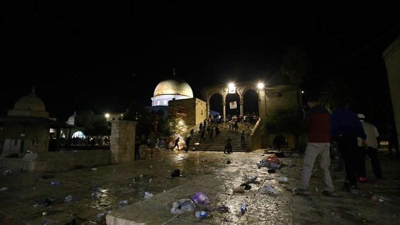 巴勒斯坦醫生和以色列警方表示,耶路撒冷的艾格撒(Al-Aqsa)清真寺院區爆發衝突事件,至少14名巴勒斯坦人和3名以色列警察受傷。(安納杜魯新聞社)