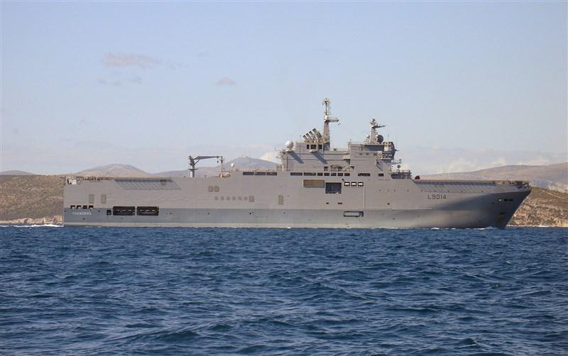 日本「長崎放送」報導,法國海軍兩棲攻擊艦托納爾號(圖)與巡防艦蘇爾庫夫號9日靠泊長崎縣佐世保港。(圖取自維基共享資源;作者Masur,CC BY-SA 3.0)