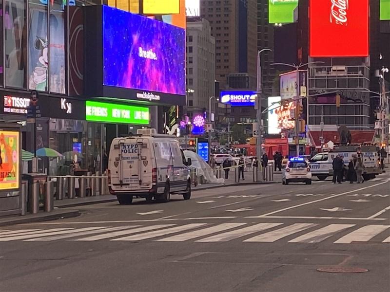 紐約時報廣場8日下午驚傳槍響,已知兩名女性和一名4歲女童受傷。(圖取自twitter.com/NaveenABC7)