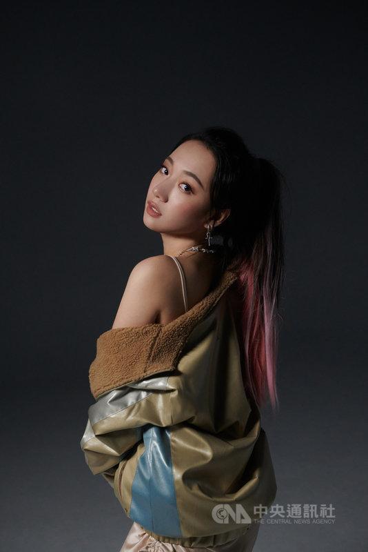 近期全球掀起加密藝術市場NFT的交易熱潮,台灣樂壇也跟上潮流,歌手吳卓源推出限量20份NFT單曲Paris被秒殺。(OURSONG提供)中央社記者葉冠吟傳真 110年5月9日