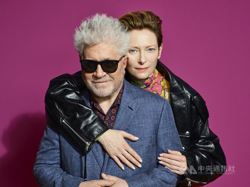 西班牙導演阿莫多瓦(Pedro Almodovar)(左)再出奇招,新作「人聲」(The Human Voice)不僅是首部英語發音短片,還找來從未合作過的英國女星蒂妲史雲頓(Tilda Swinton)(右)主演。(傳影互動提供)中央社記者葉冠吟傳真  110年5月10日