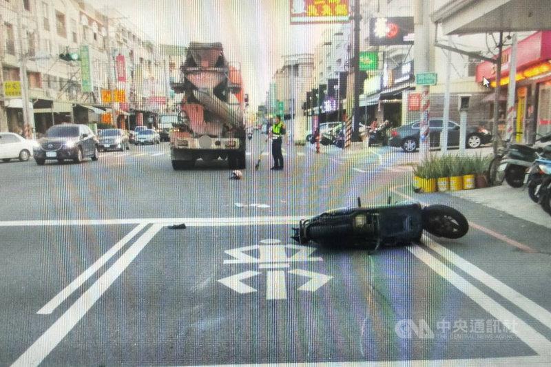 薩爾瓦多籍高姓女子7日騎機車在台南市永康區與預拌混凝土車發生車禍身亡,有自稱死者友人的網友在網路發文質疑警方處理方式,永康警分局10日澄清,全案依規定處理。(讀者提供)中央社記者楊思瑞台南傳真  110年5月10日