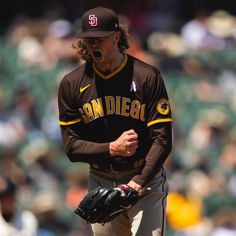 美國職棒大聯盟MLB聖地牙哥教士9日出戰舊金山巨人,教士的塔提斯在第2局擊出全壘打,最後以11比1擊敗巨人。(圖取自twitter.com/Padres)