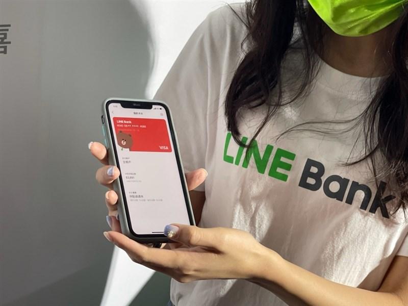 純網路銀行LINE Bank 4月22日開行,透過LINE好友、QR code條碼就能轉帳。(中央檔案照片)