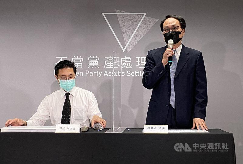 黨產會主委林峯正(右)11日表示,目前婦聯會所在地、位於台北市林森南路的「美齡樓」為不當取得的財產,應移轉國有。中央社記者鍾佑貞攝  110年5月11日