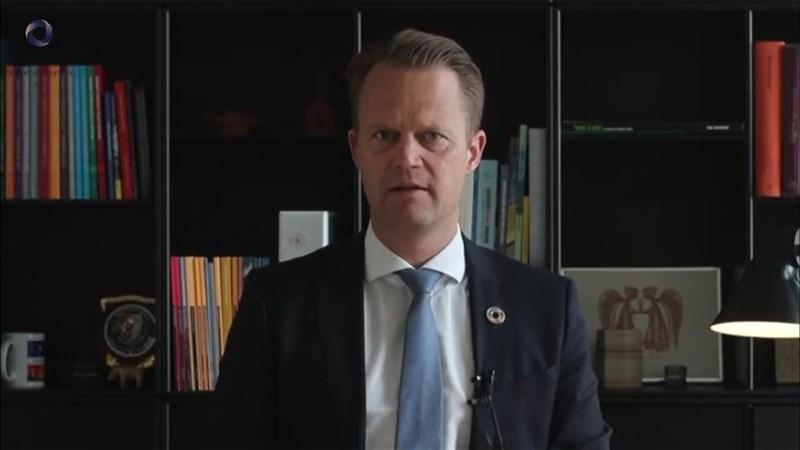 丹麥外長庫服特10日在哥本哈根民主高峰會演說中捍衛民主價值。(圖取自Alliance Of Democracies YouTube網頁youtube.com)