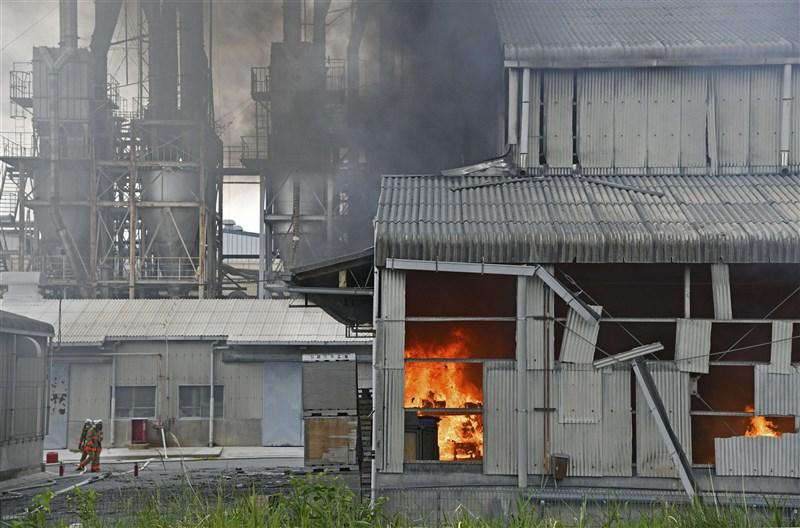 日本福島縣一家化學工廠11日上午發生爆炸,導致4人輕重傷送醫。(共同社)