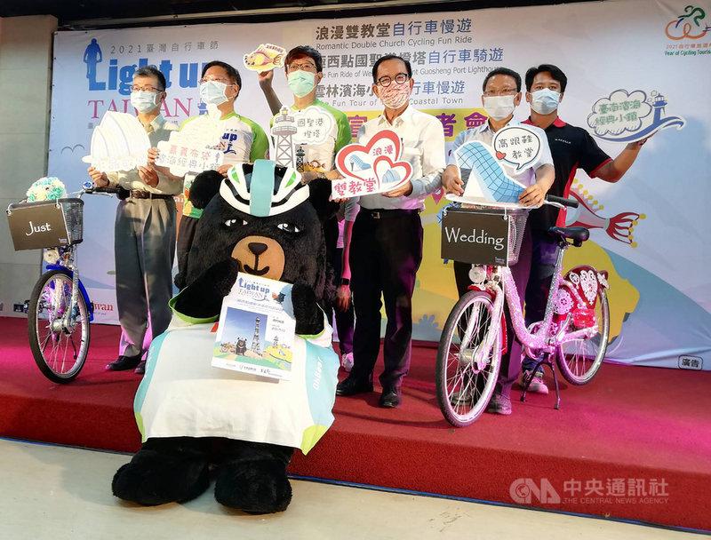 2021年是自行車旅遊年,觀光局雲嘉南濱海國家風景區管理處12日在台北舉辦記者會,介紹3條自行車慢遊經典路線。中央社記者汪淑芬攝  110年5月12日