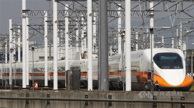 台灣高鐵公司宣布,端午節連續假期將加開103班次列車,14日晨零時開放訂位。(中央社檔案照片)