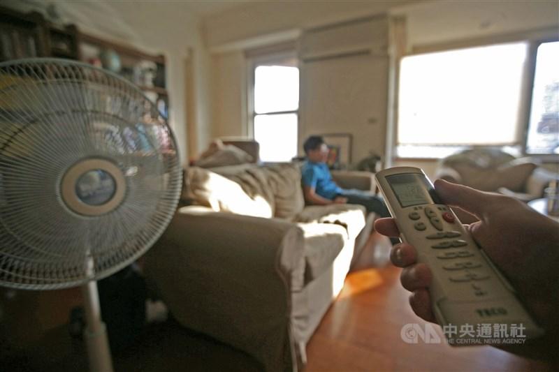 近期炎熱高溫,12日用電量創今年新高。(中央社檔案照片)