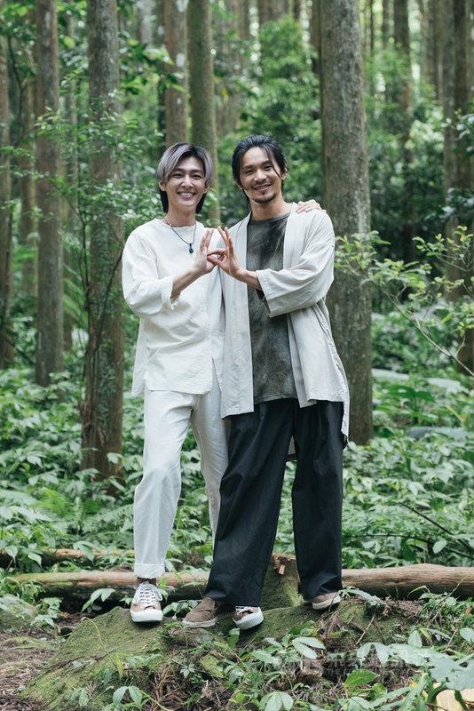 藝人炎亞綸(左)與姚淳耀(右)擔任邪教犯罪影集「我願意」雙男主角,2人在劇中有許多精彩對手戲。(絡思本娛樂製作公司提供)中央社記者葉冠吟傳真 110年5月12日