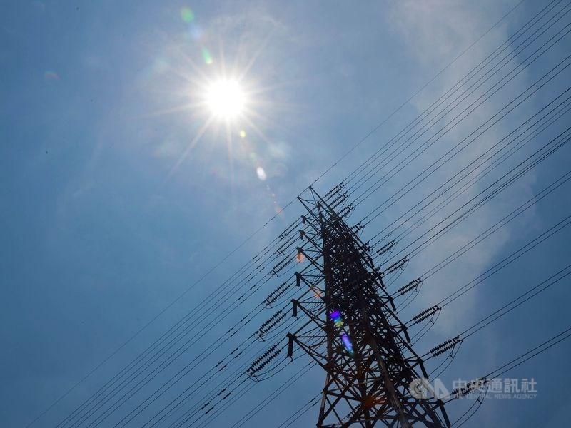 經濟部12日公布2019、2020年全國電力資源供需報告,由於廠商擴廠需求增加,估計2021年至2027年每年用電平均成長2.5%。(中央社檔案照片)