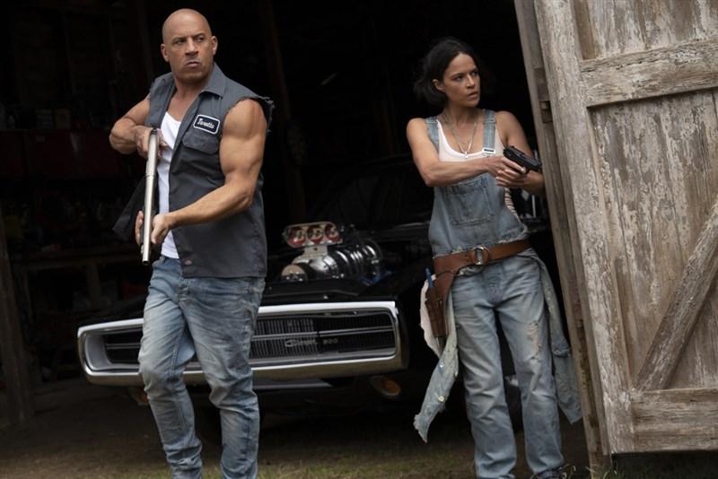 好萊塢電影「玩命關頭9」(Fast and Furious 9)原定19日在台灣上映,但近日武漢肺炎本土疫情影響,13日宣布延後上映。(UIP提供)