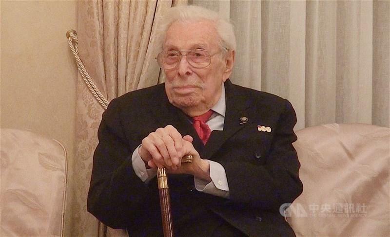 共同起草「台灣關係法」的前紐約州民主黨籍國會議員沃爾夫11日以102歲高齡辭世。(中央社檔案照片)