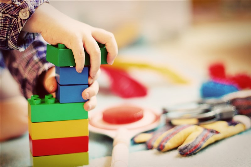 桃園市某私立幼兒園表示,有學生家長是指揮中心12日公告的確診者,該班級13日開始停課。(圖取自Pixabay圖庫)