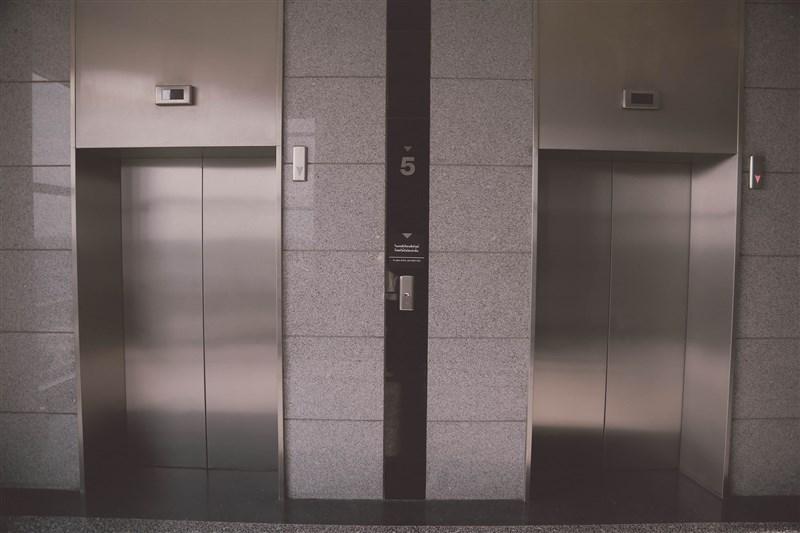台南市13日下午部分區域停電,影響超過1萬戶;市長黃偉哲表示,請大家儘量不要搭電梯。(圖取自Pixabay圖庫)