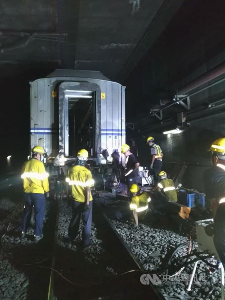 台鐵13日早上發生列車迴送時出軌事故。(圖取自facebook.com/TaiwanRailwayAdministration)