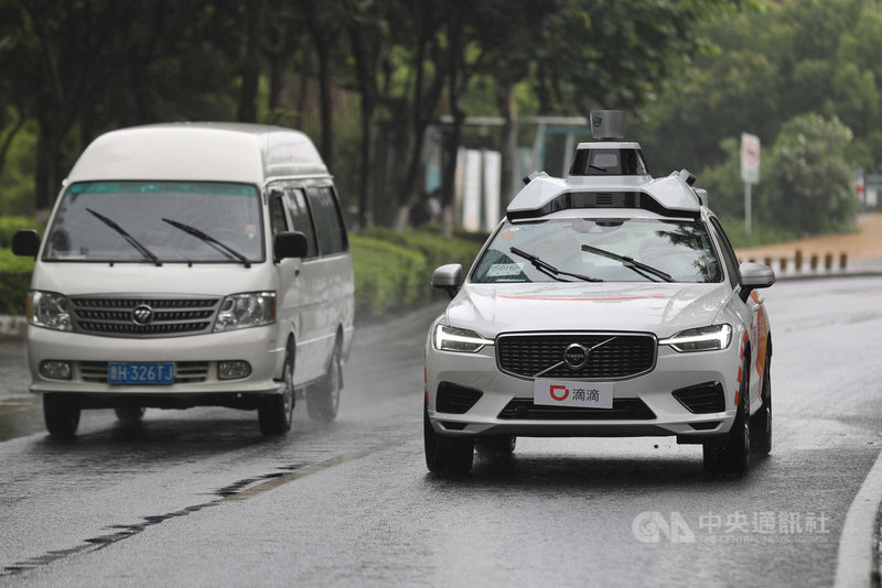 14日上午,中國交通運輸部、市場監管總局等8個部門,聯合約談滴滴、貨拉拉等10家交通運輸企業,要求平台就多項問題整改。圖為滴滴出行測試將投入運輸服務市場的自駕車。(中新社提供)中央社 110年5月14日