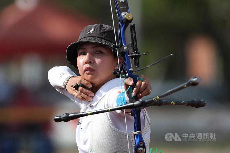 110全國大專校院運動會射箭賽程,14日進行公開女生組射箭反曲弓個人對抗賽決賽,代表國立體大出賽的林佳恩終場以6比4擊敗對手,奪得金牌。中央社記者吳家昇攝 110年5月14日