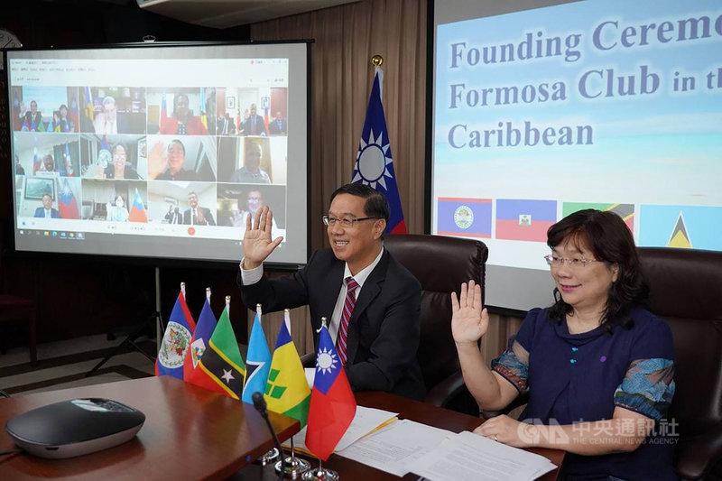 外交部常務次長曹立傑(左)14日出席加勒比海地區福爾摩沙俱樂部線上成立大會。(外交部提供)中央社記者鍾佑貞傳真 110年5月14日