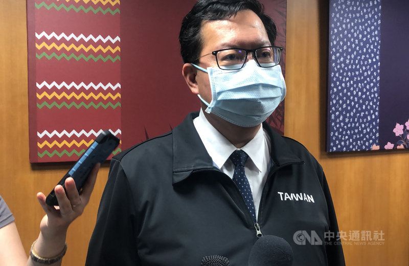 國內疫情短期內急遽升溫,桃園市長鄭文燦14日傍晚主持防疫會議時表示,現在很重要的是醫療資源的整備,必須要保留醫療量能。中央社記者葉臻攝  110年5月14日