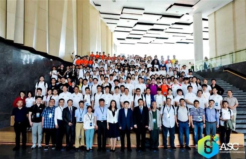 2020-21年ASC世界大學生超級電腦競賽12日在中國深圳落幕,國立清華大學勇奪線上組冠軍。而有21家中國大學的隊伍參加現場競賽,冠軍則由廣州暨南大學摘下。(ASC提供)中央社記者沈朋達傳真 110年5月14日