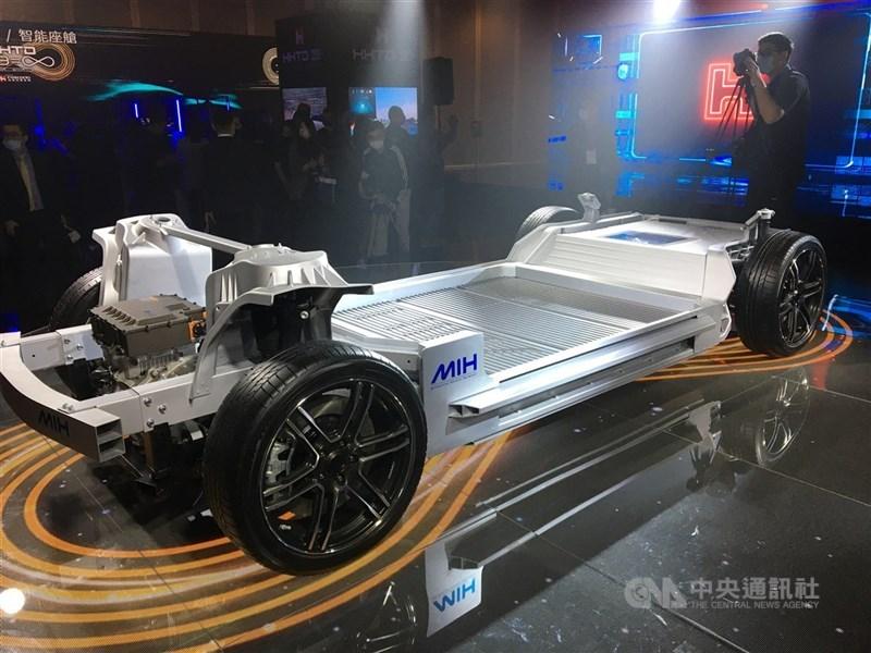 鴻海與美國電動車與行動方案解決公司Fisker正式簽署框架協議,將以美國為首個製造據點,以MIH平台為基礎共同開發輕量化電動車平台。圖為MIH電動車底盤。(中央社檔案照片)