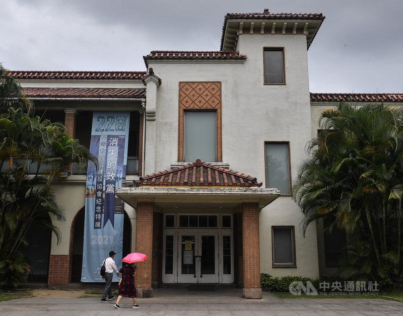 台北二二八紀念館有員工被通知前往集中檢疫所隔離檢疫,台北市文化局長蔡宗雄14日表示,二二八紀念館即日起至21日暫停開放。中央社記者鄭清元攝  110年5月14日