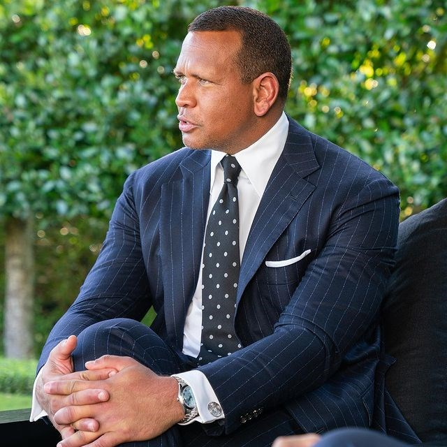 紐約洋基退役球星A-Rod(圖)和連鎖賣場沃爾瑪前執行長洛爾達成協議,一同買下NBA明尼蘇達灰狼隊,交易價值15億美元。(圖取自instagram.com/arod)